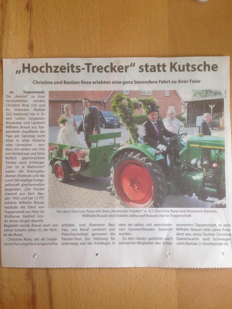 """Zeitungsartikel """"Hochzeits-Trecker"""" statt Kutsche"""